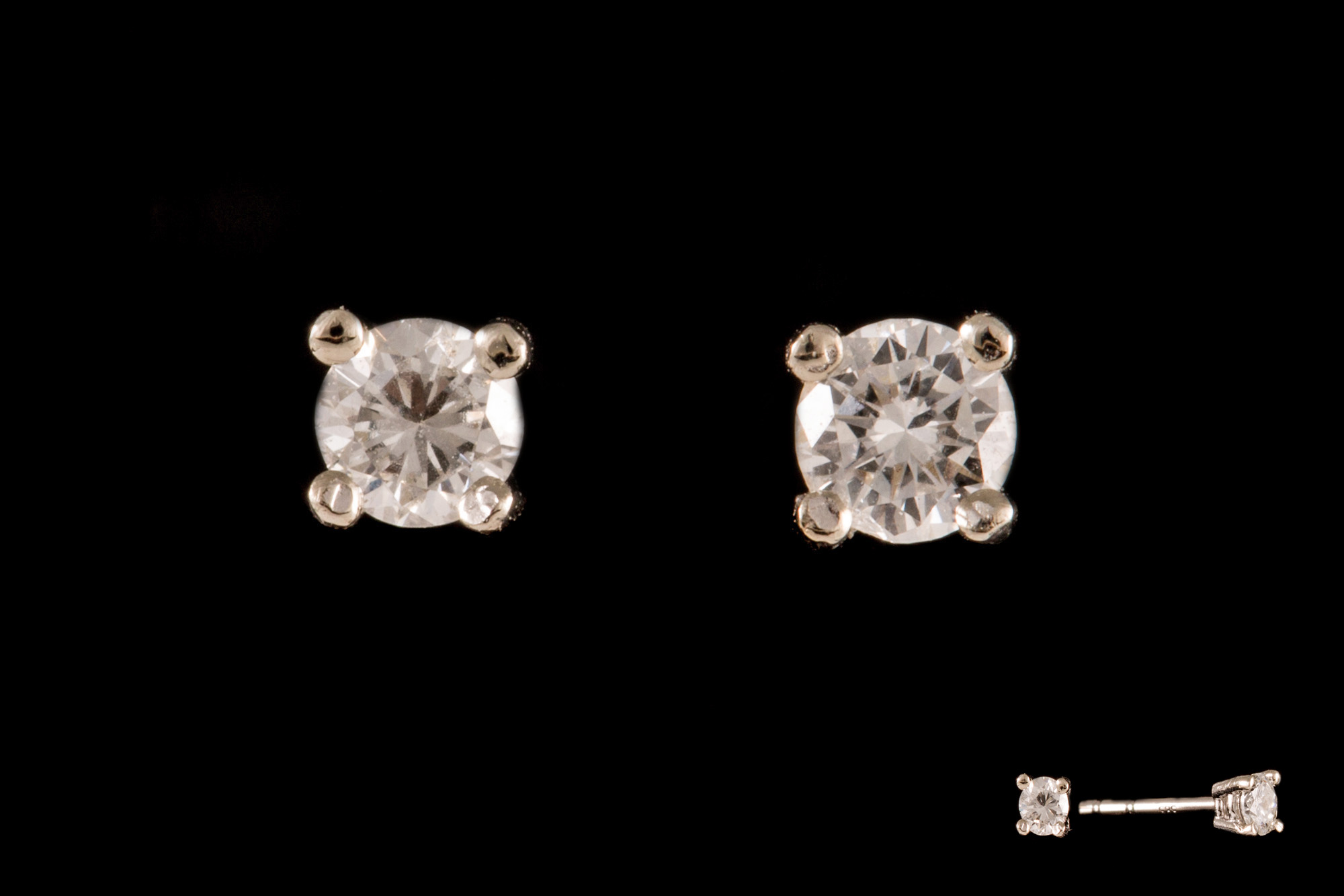 Lot 7 - A PAIR OF DIAMOND SOLITAIRE EARRINGS, of approx. 0.