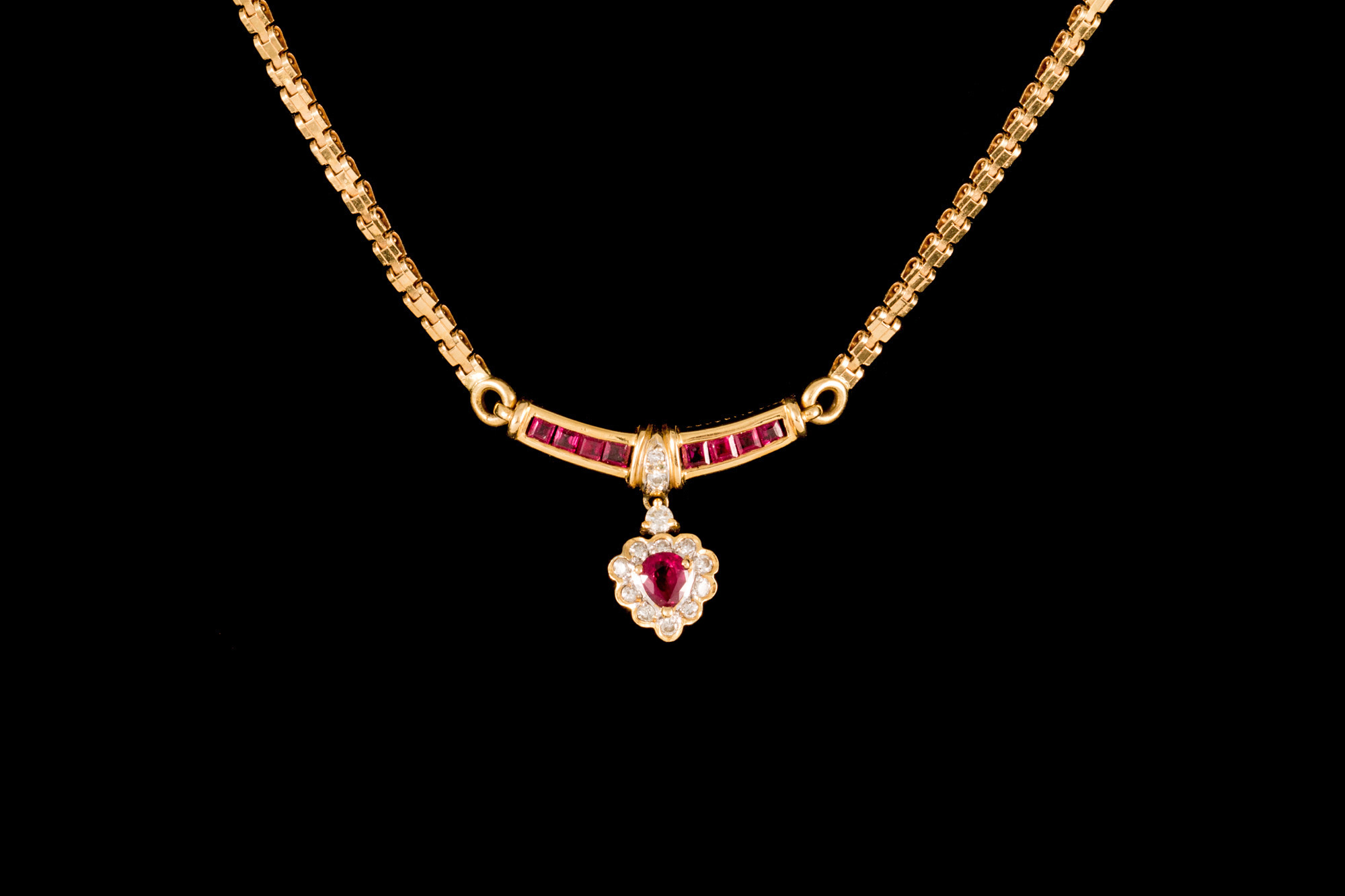 Lot 4 - A RUBY AND DIAMOND PENDANT, with ruby of approx. 1ct, diamonds of approx. 0.