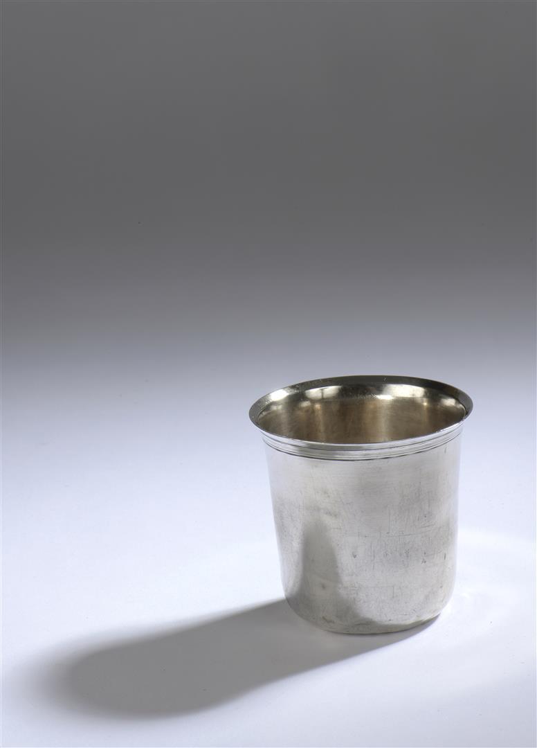 """Lot 24 - Timbale dite """"curon"""" en argent uni. Orléans circa 1750. Maître orfèvre : Martin [...]"""
