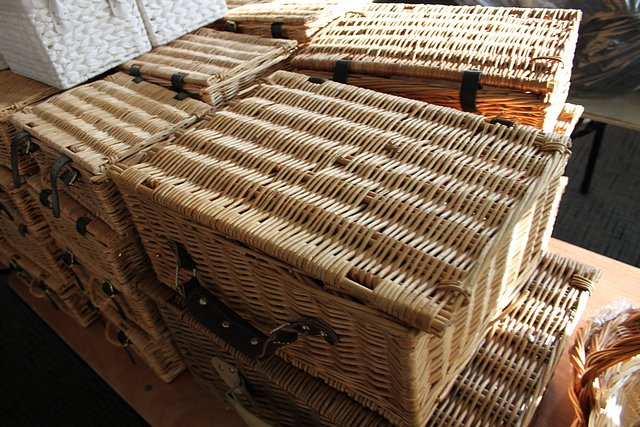 Lot 496 - Approximately 60 x wicker picnic baskets and wicker bread baskets