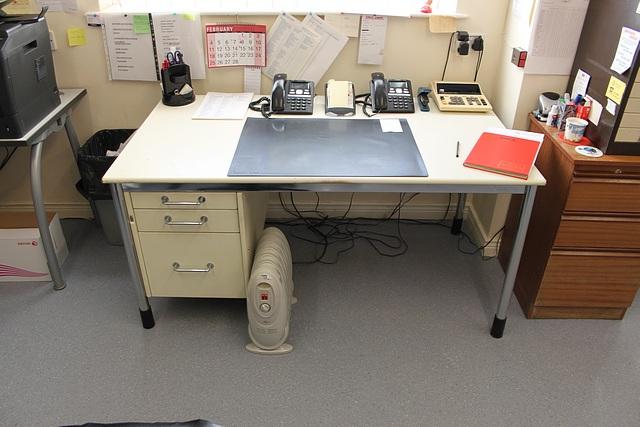 Lot 161 - 3 x modern office ergonomic desk