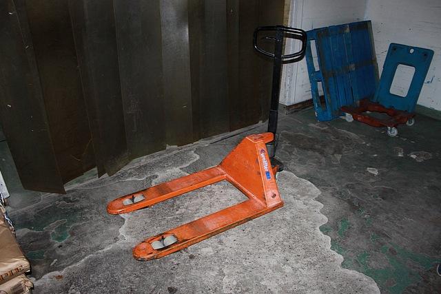 Lot 127 - Eurollifter pallet truck 2000kg