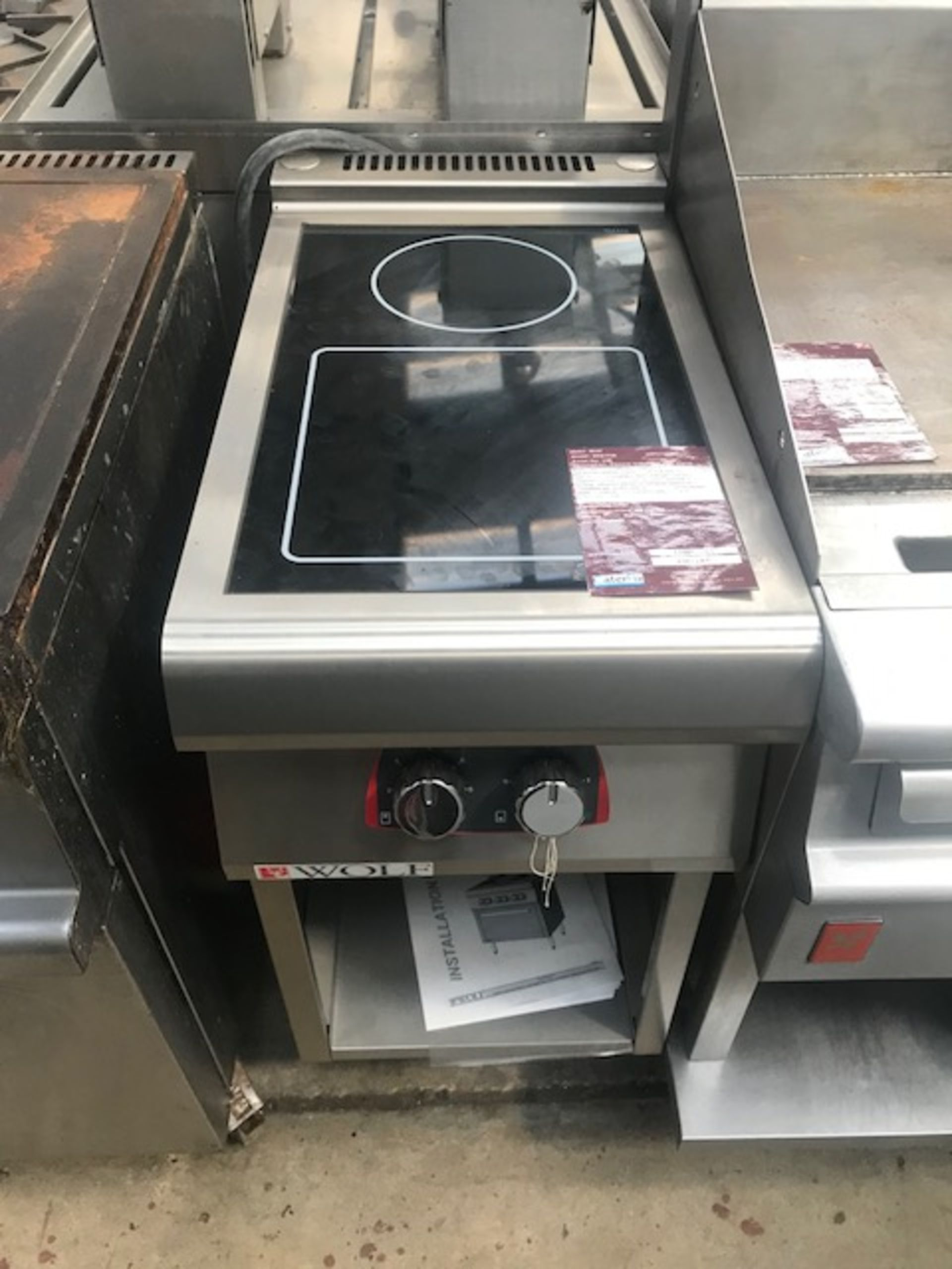 Lot 43 - Wolf WIS7FIR Electric Induction with stand Wolf's new line of induction cooktops heats cookware