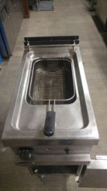 Lot 53 - Zanussi MFR/G1S 07 Gas Fryer Zanussi Gas Fryer . Deep V shaped well allows for rapid heat up as well