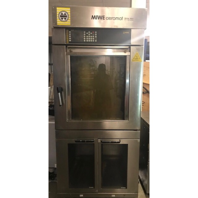 "Lot 3 - MIWE Aeromat Convection Baking Oven two section Convection Baking Oven: Universal oven "" MIWE"