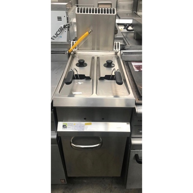 Lot 51 - Hobart HCSGF4772V Twin Tank Gas Fryer The Hobart 700 of gas counter top fryers with safety