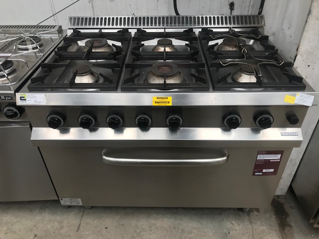 Lot 59 - Hobart HG65F77M 6 burner Gas cooker 6 burner gas burner with large oven 1100 x 800 x 940mm