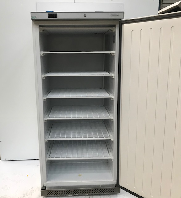 Lot 38 - Tefcold UF550 Single door freezer Tefcold UF550 solid door freezer is an ideal freezer for any