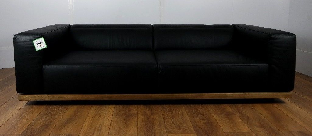 Lot 73 - Gravity Sofa 3 Seater NapinhaChocolate The Gravity Offer An Adjustable Back Seat Cushion Which