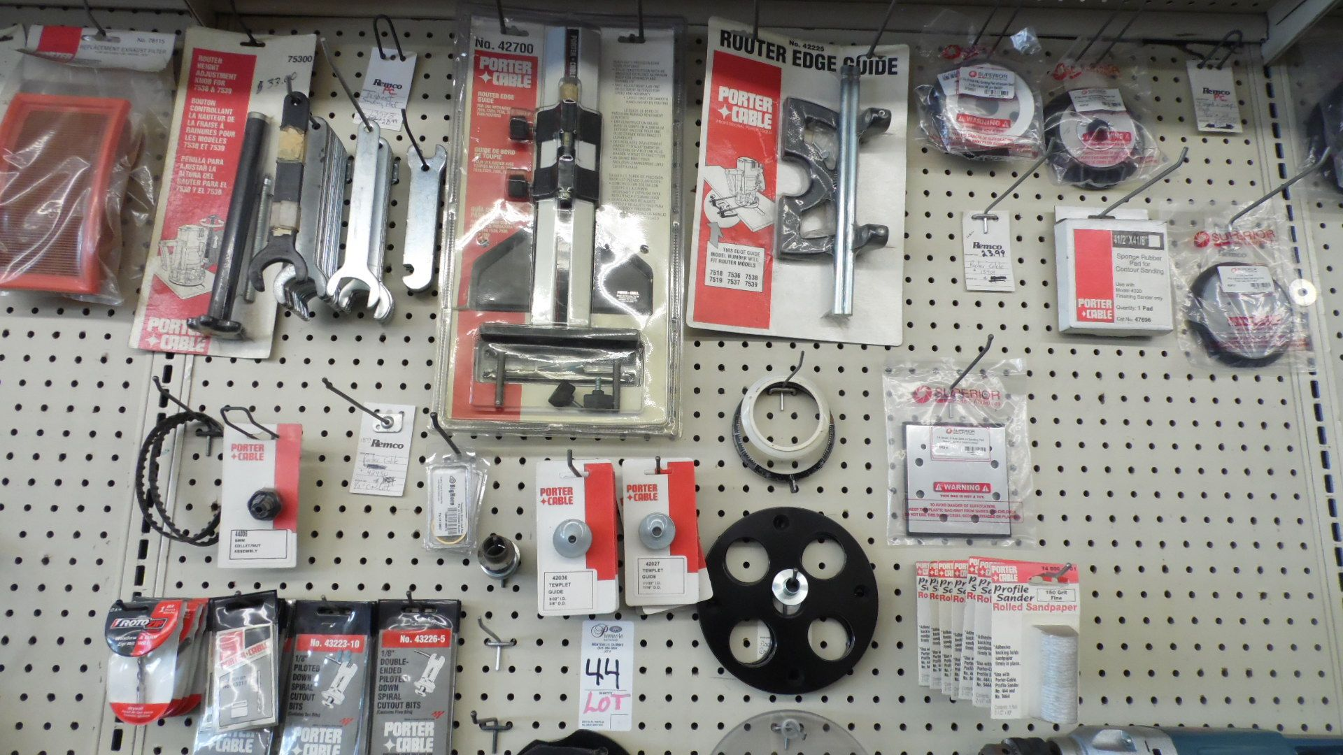 Lot 44 - ASSORTED PORTER CABLE ROUTER ACCESSORIES