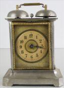 Junghans Wecker um 1900. Metallgehäuse mit seitlicher Verglasung. Schlag auf zwei Glocken. Größe ca.