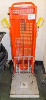 Lot 11 - Ezi Lift unit model 118E045N - 200kgs