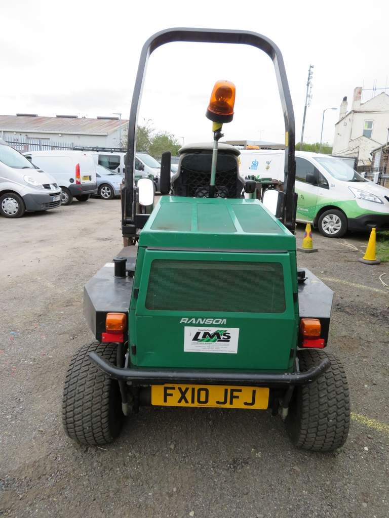 Lot 5 - 2010 Ransomes Parkway 2550+ Ride On Mower - FX10 JFJ