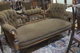 An Edwardian inlaid rosewood drawing room sofa, with twin buttoned back flanking an arcade decorated