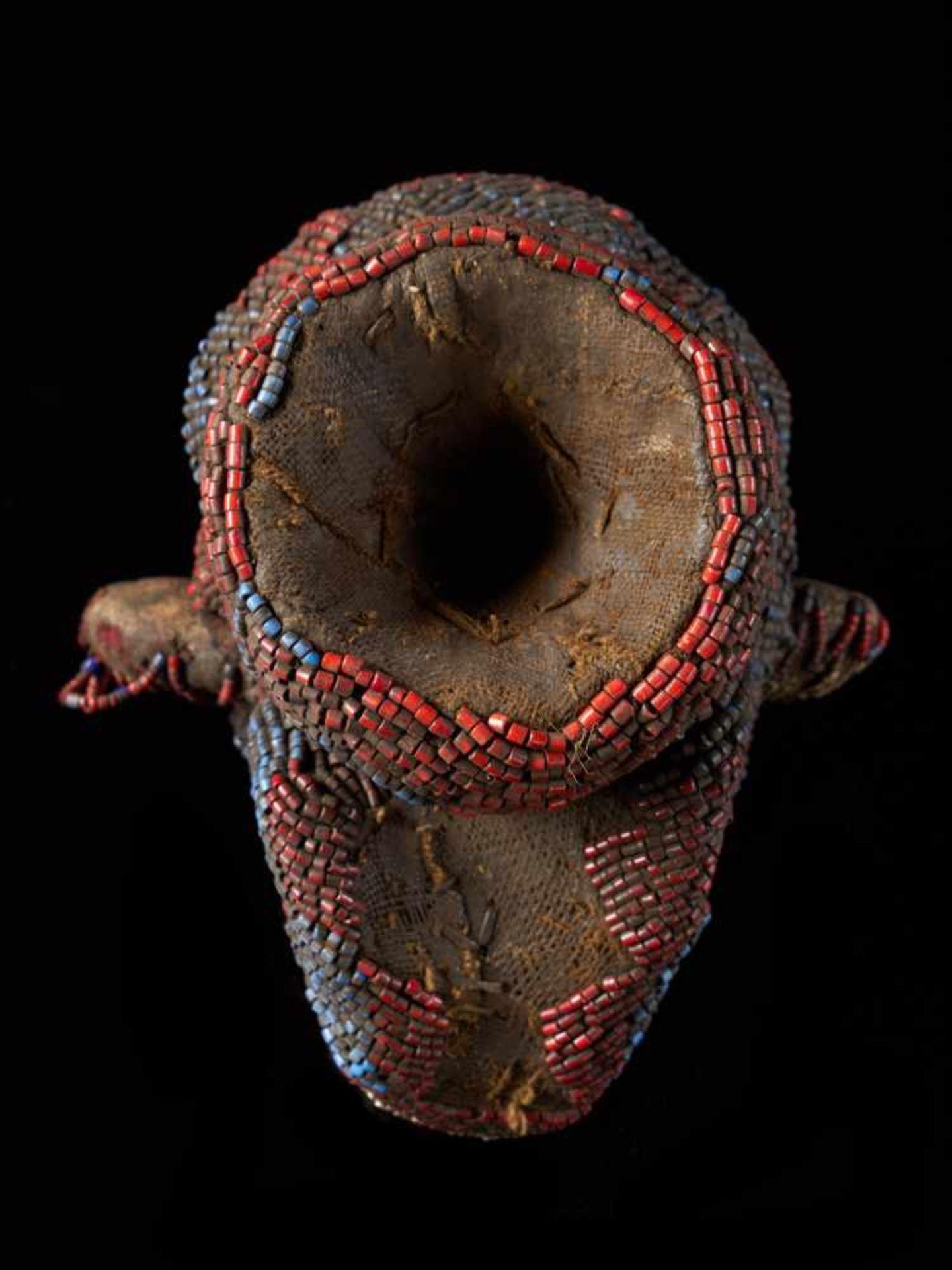 Beaded Monkey Head - Tribal ArtThis beaded monkey head has a striking realistic shape. It is - Bild 4 aus 4