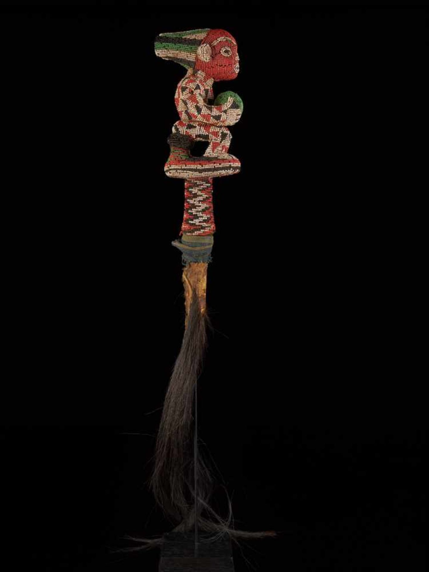Beaded Flywhisk-Sitting Royal Figure - Tribal ArtA beautiful beaded flywhisk. The handle is - Bild 2 aus 8