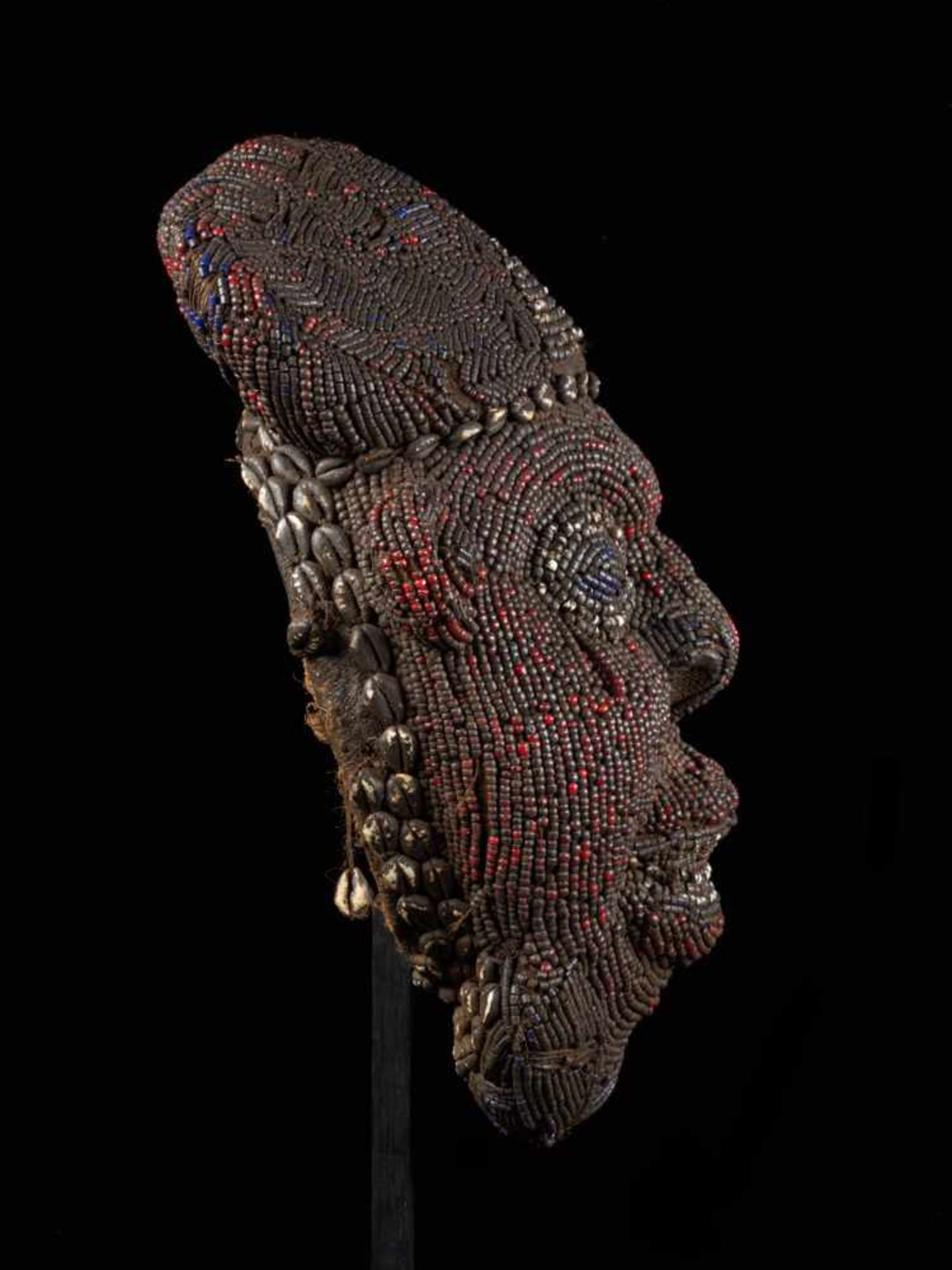 Beaded Red Head Mask - Tribal ArtThis exquisitely characterful face is beset with small red glass - Bild 4 aus 5