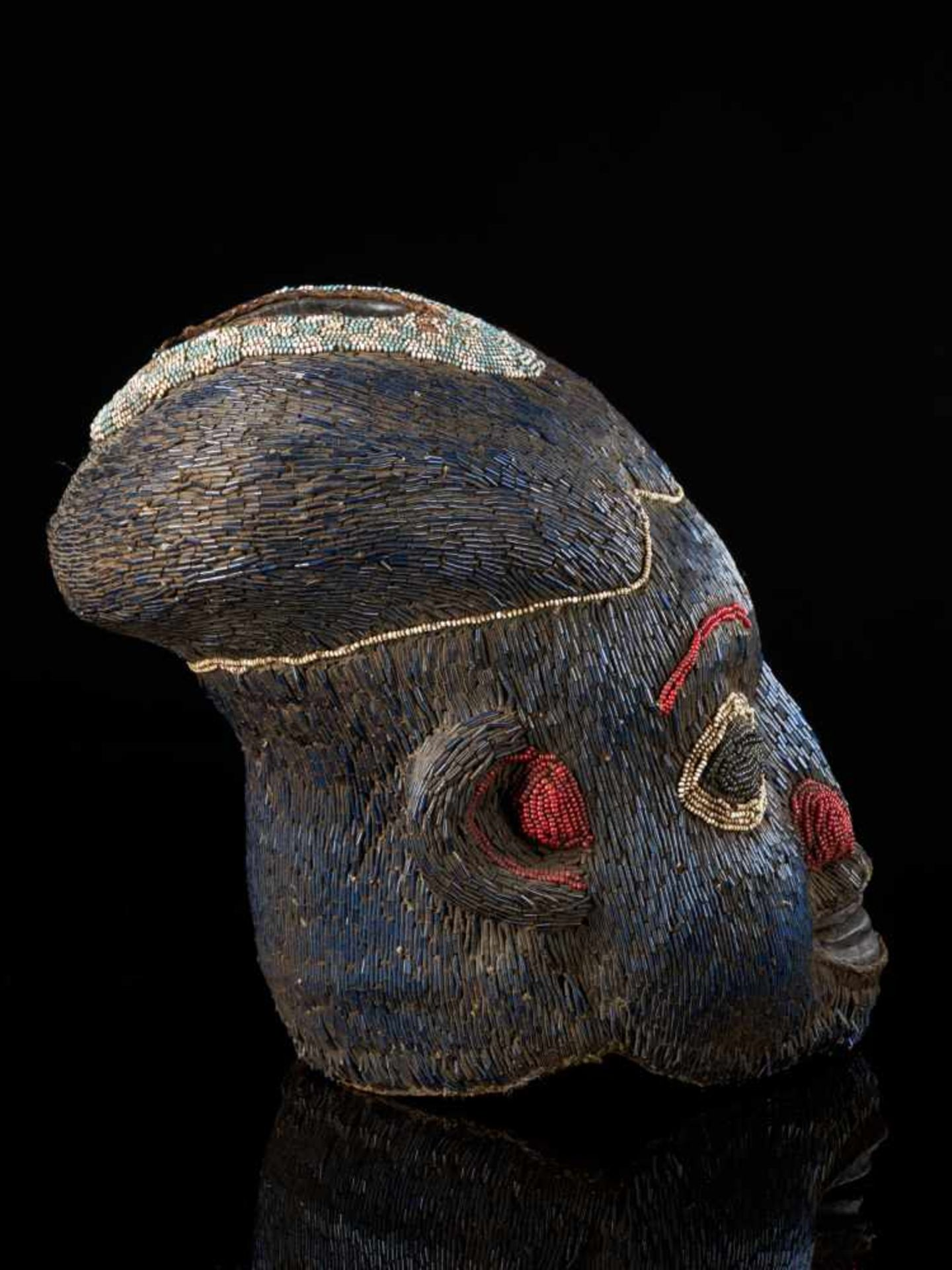 Beaded Helmet Mask Blue-Wooden Mouth - Tribal ArtThis characterful beaded blue mask has been - Bild 5 aus 6
