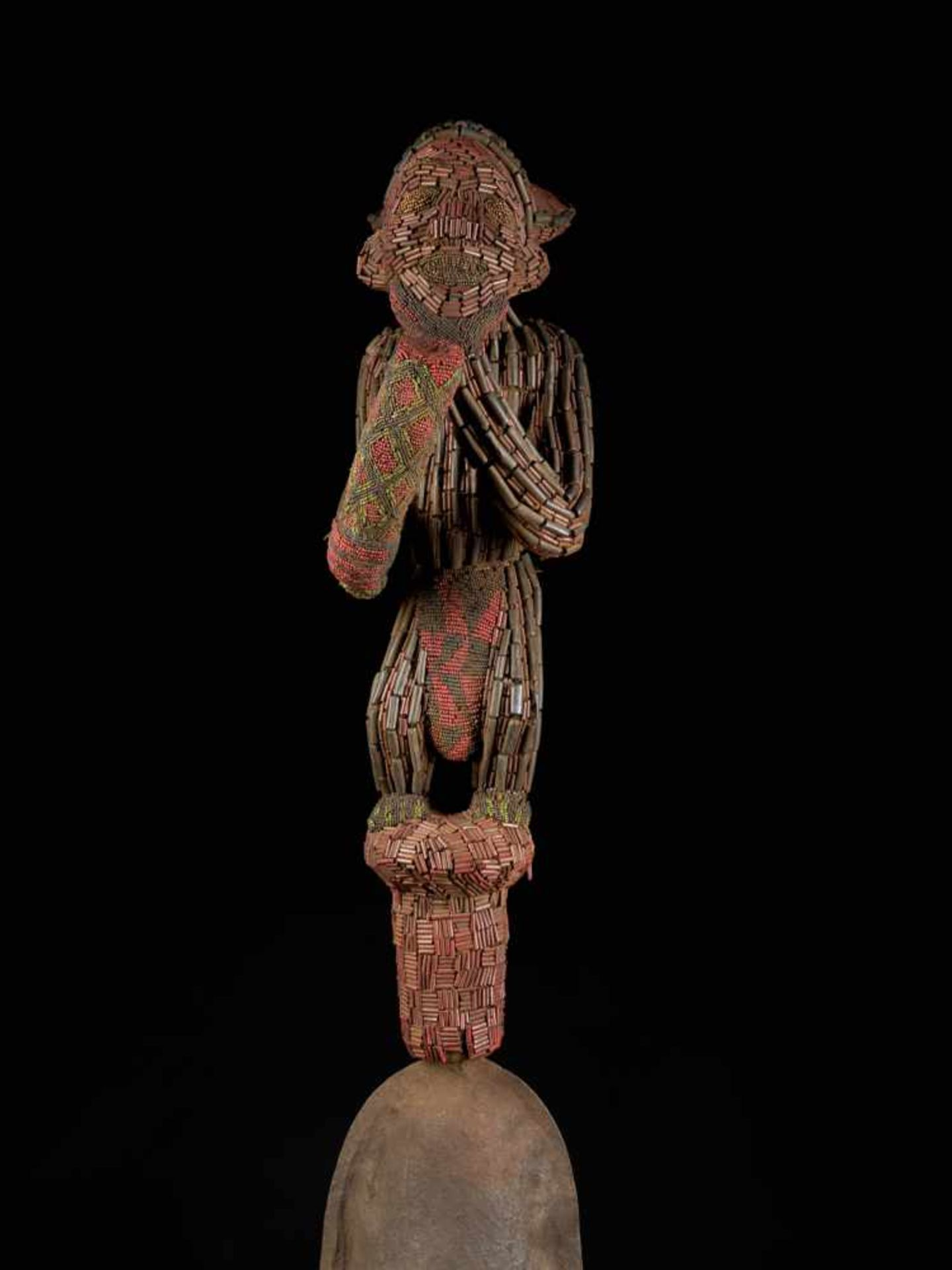 Ceremonial Royal Gong With Beaded Figure - Tribal ArtThis ceremonial gong features a gorgeous figure - Bild 6 aus 8