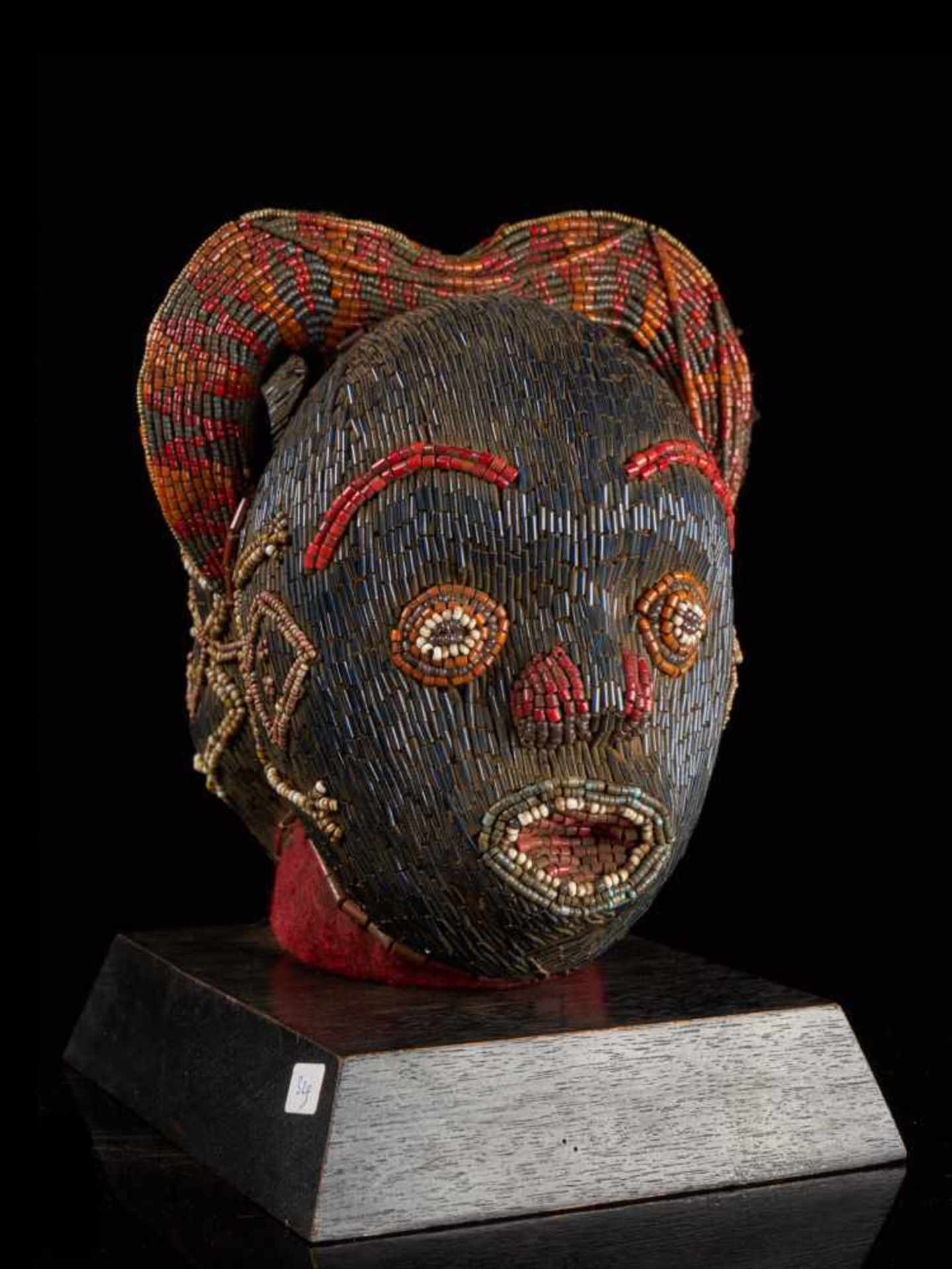 Beaded Janus Head Sculpture With Headdress - Tribal ArtThis beautiful two-faced head sculpture is - Bild 5 aus 6