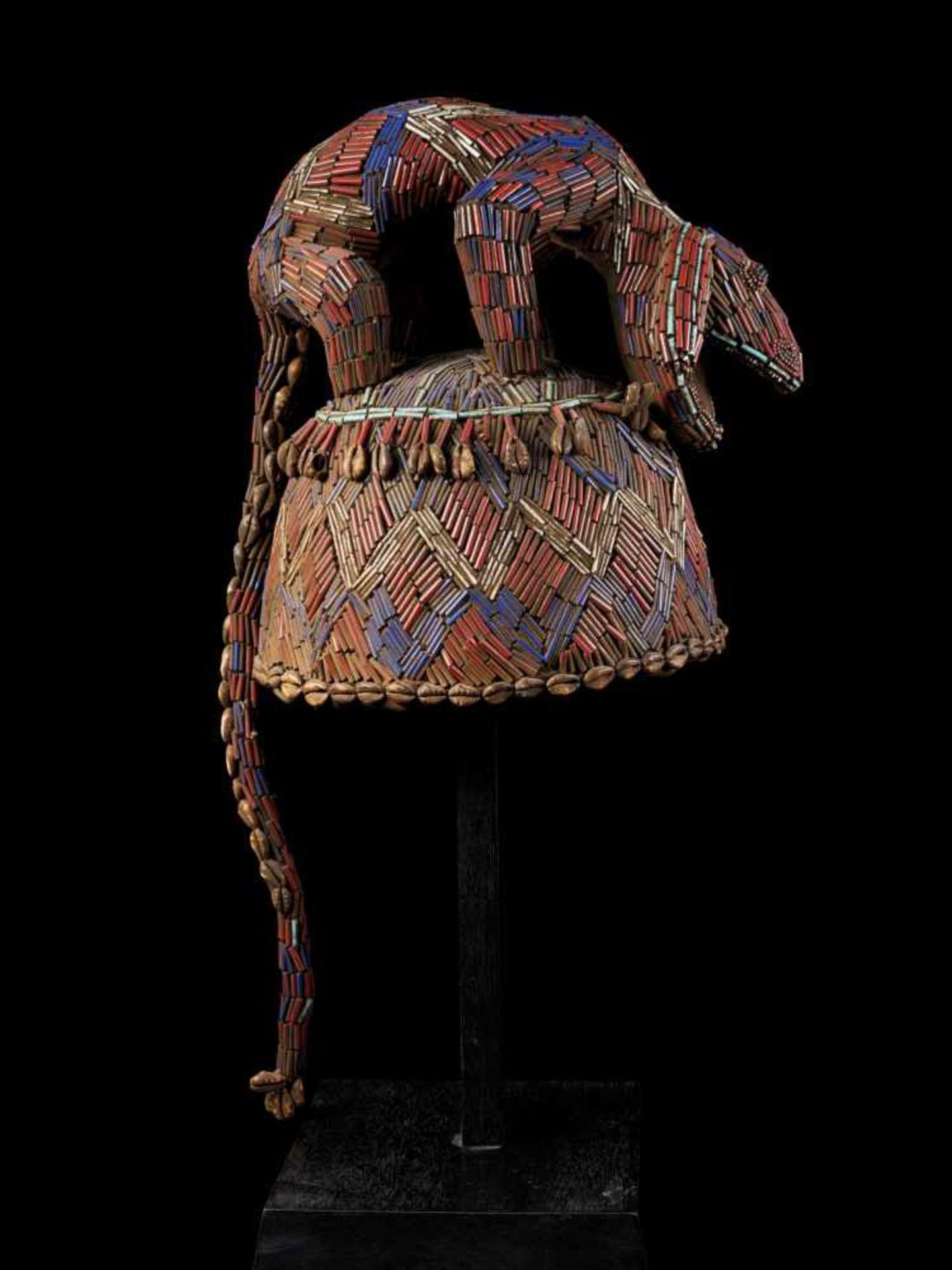 Beaded Blue Headdress With Kauris Finish - Tribal ArtThis impressive headdress is delightfully - Bild 5 aus 5