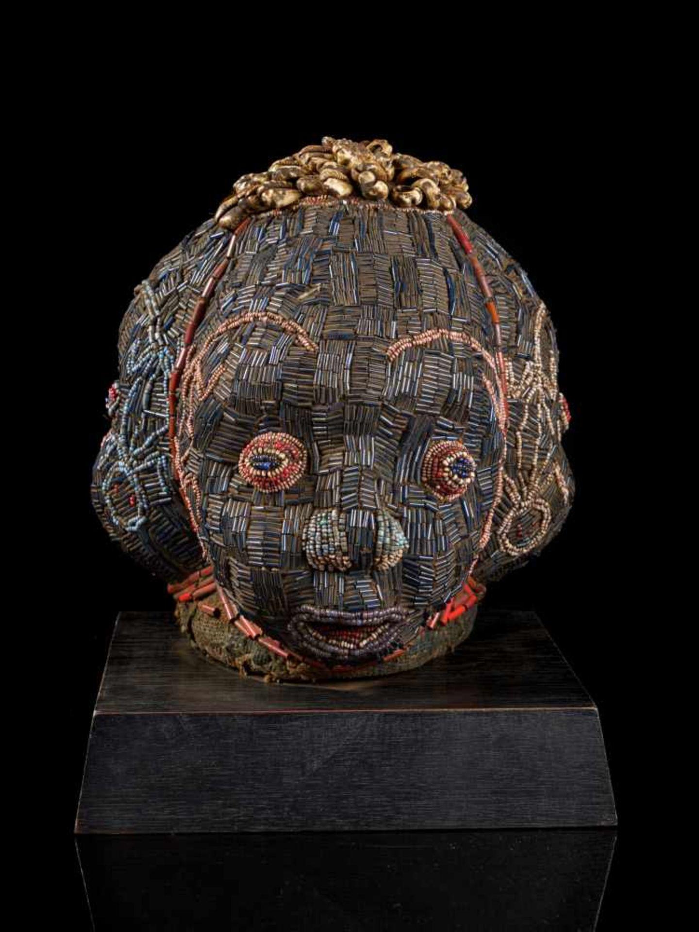 Beaded Triple Head Sculpture Covered With Kauris - Tribal ArtThis beautiful triple-faced head - Bild 6 aus 10