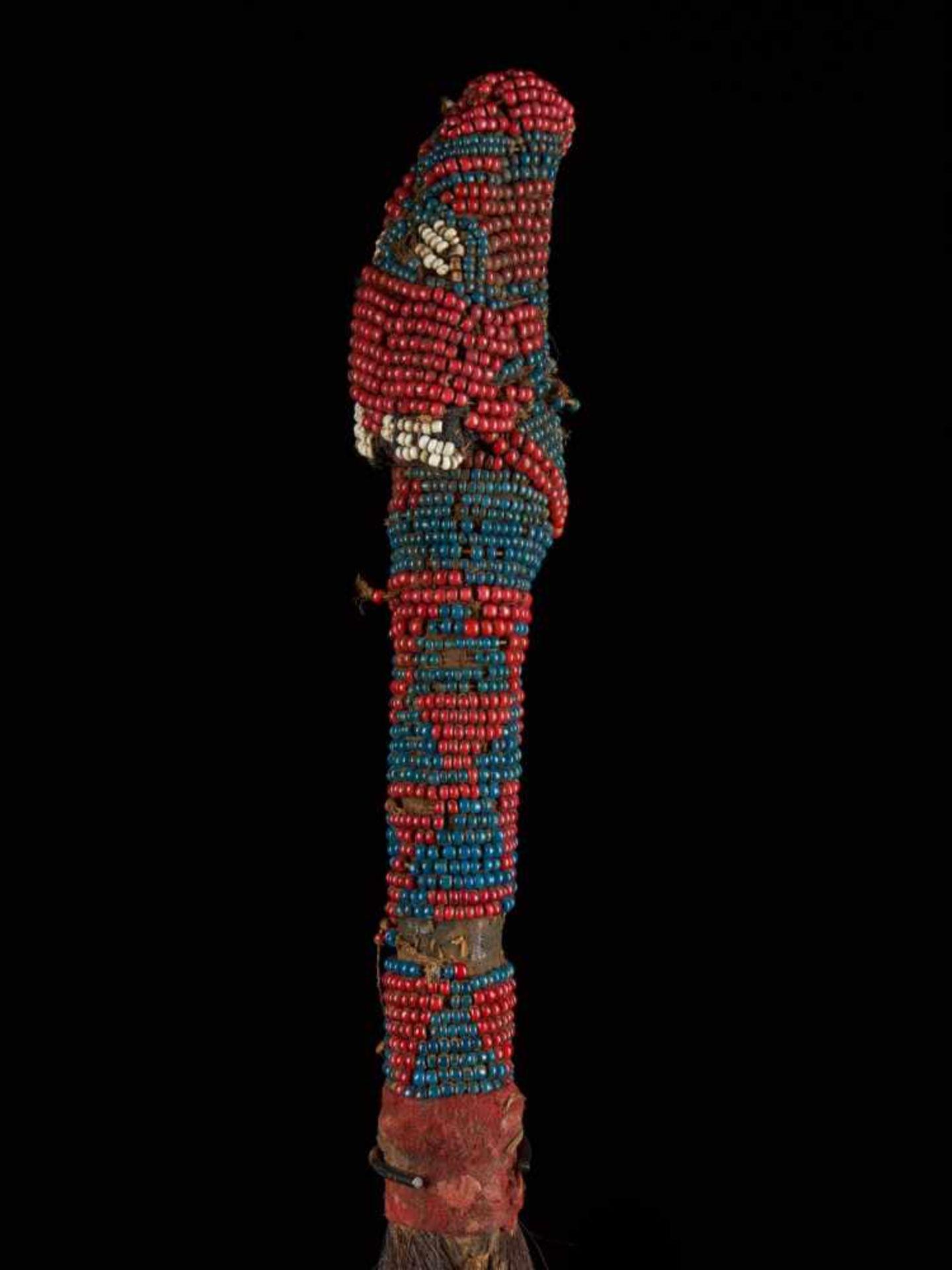 Beaded Throwing Flywhisk - Tribal ArtA gorgeously created beaded flywhisk. The handle is beautifully - Bild 6 aus 7