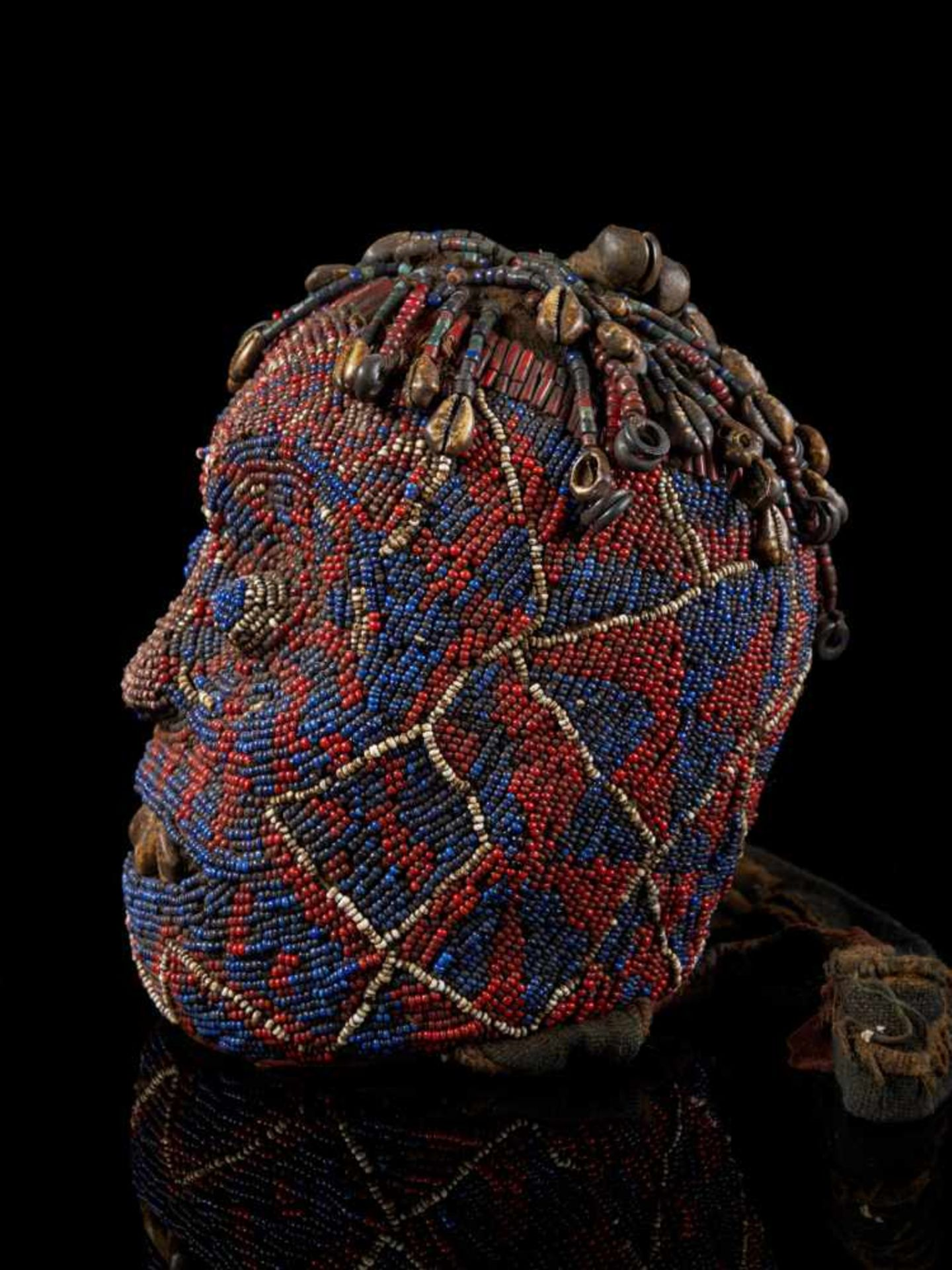"Beaded Ceremonial Head ""Adwonzen"", Grassland People, Cameroon - Tribal ArtBeaded heads such as this, - Bild 3 aus 6"