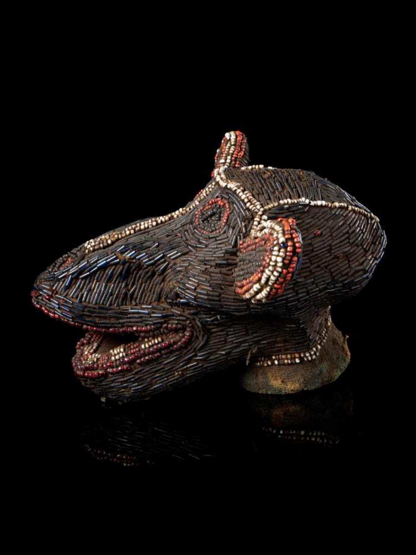 Beaded Monkey Head - Tribal ArtThis beaded monkey head has a striking gaunt appearance. It is - Bild 4 aus 5