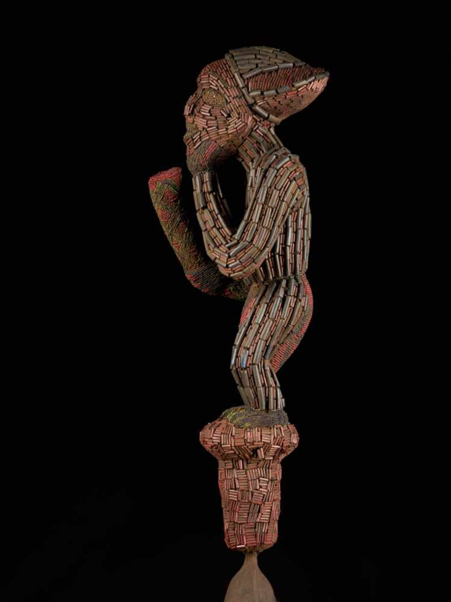 Ceremonial Royal Gong With Beaded Figure - Tribal ArtThis ceremonial gong features a gorgeous figure - Bild 8 aus 8