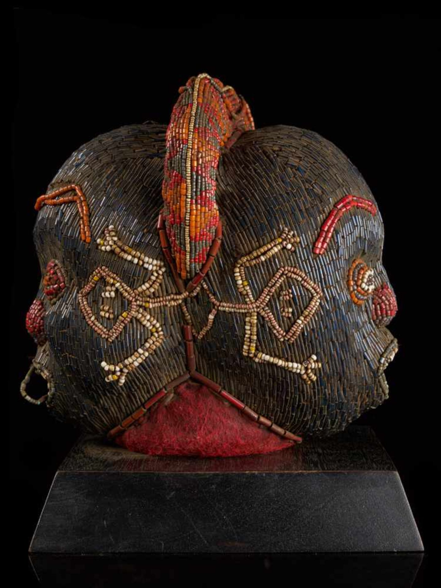 Beaded Janus Head Sculpture With Headdress - Tribal ArtThis beautiful two-faced head sculpture is - Bild 4 aus 6