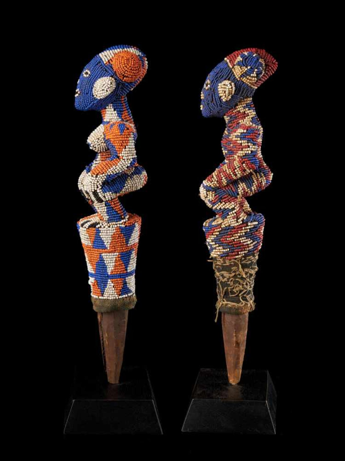 Beaded Flywhisk - Human Couple - Tribal ArtA set of two beautiful flywhisks crafted from coloured - Bild 2 aus 5