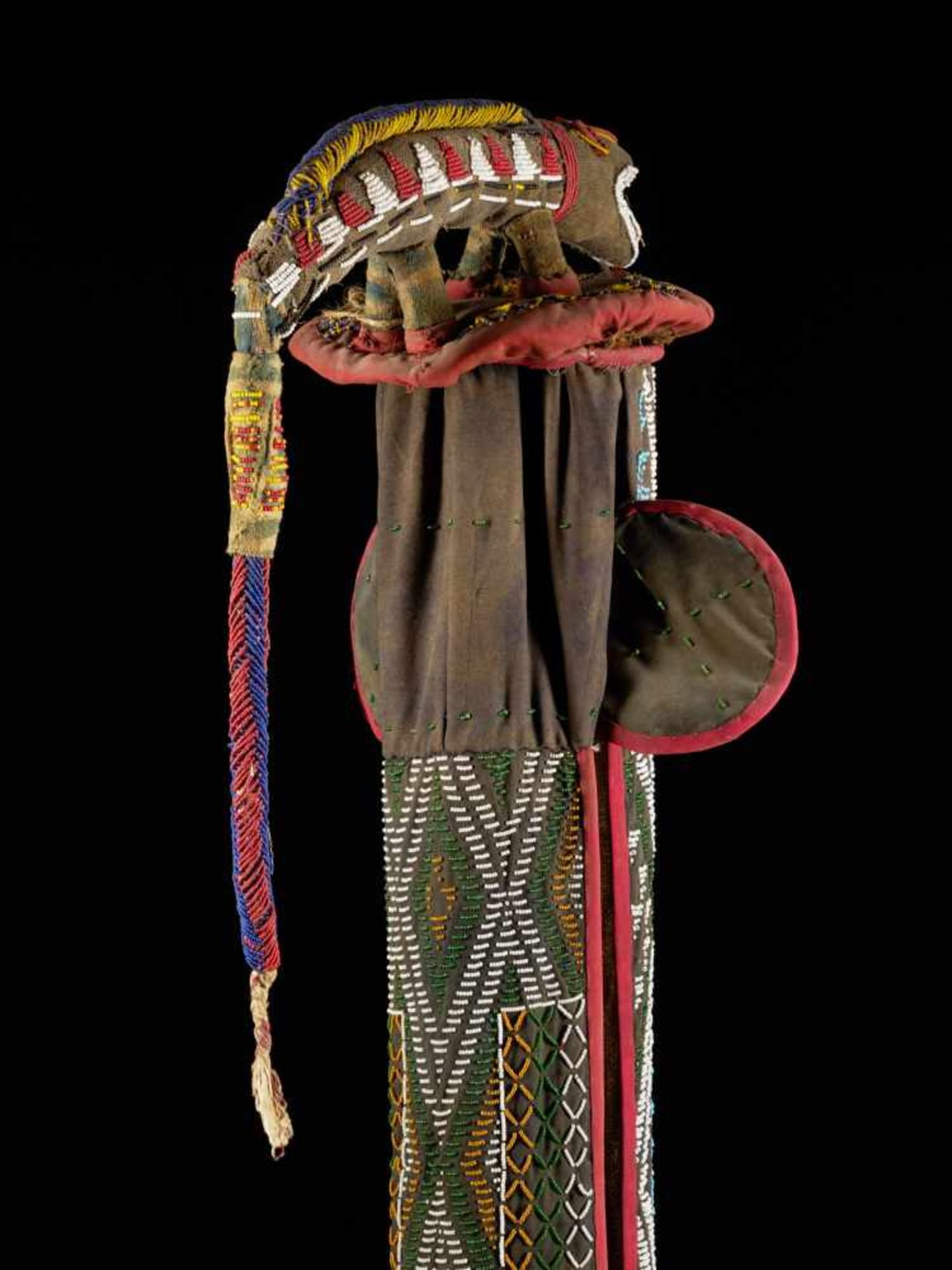 Beaded Kuosi Elephant Mask Topped With Leopard Figure - Tribal ArtThis elephant mask is - Bild 8 aus 15
