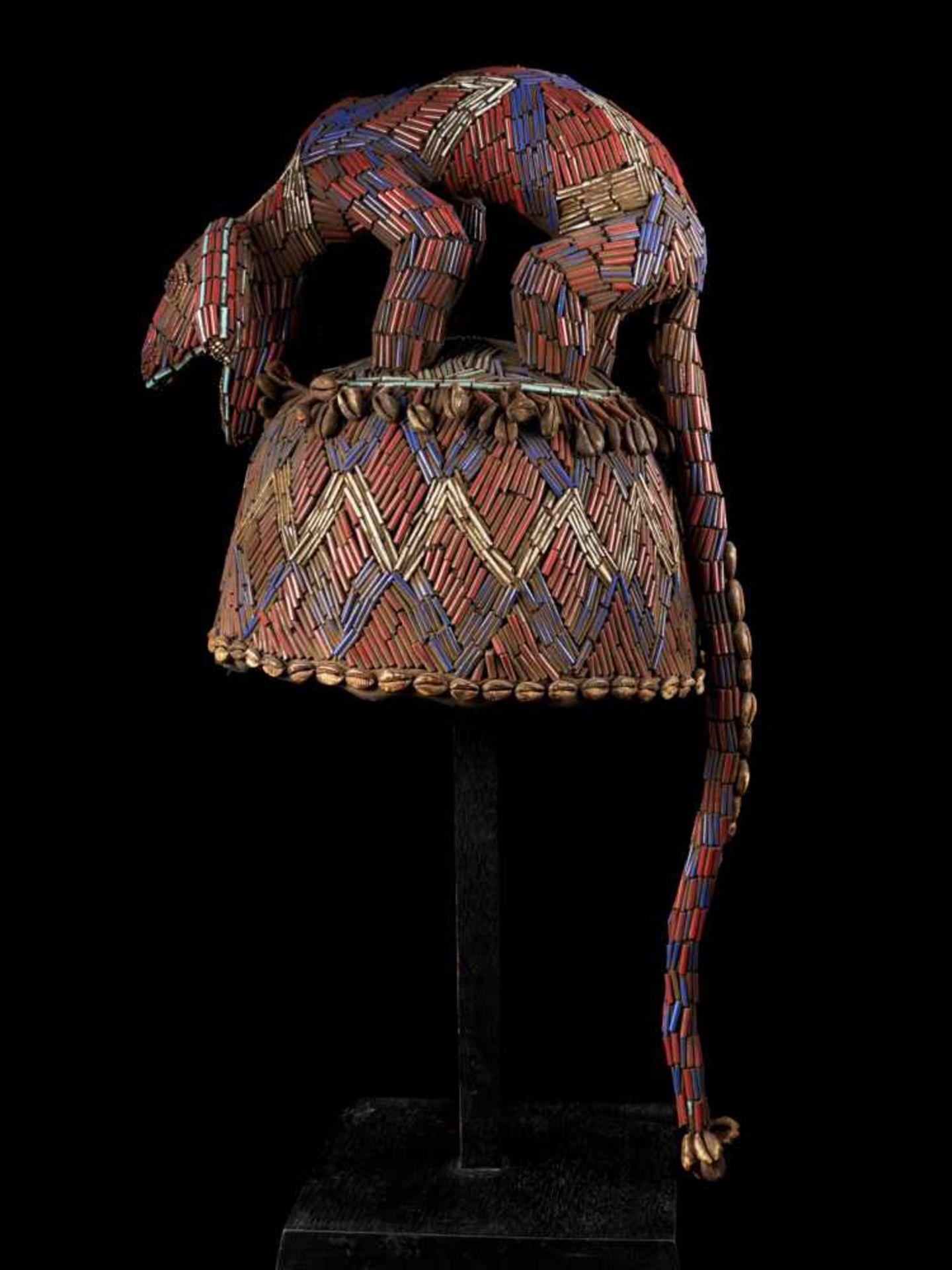 Beaded Blue Headdress With Kauris Finish - Tribal ArtThis impressive headdress is delightfully - Bild 3 aus 5