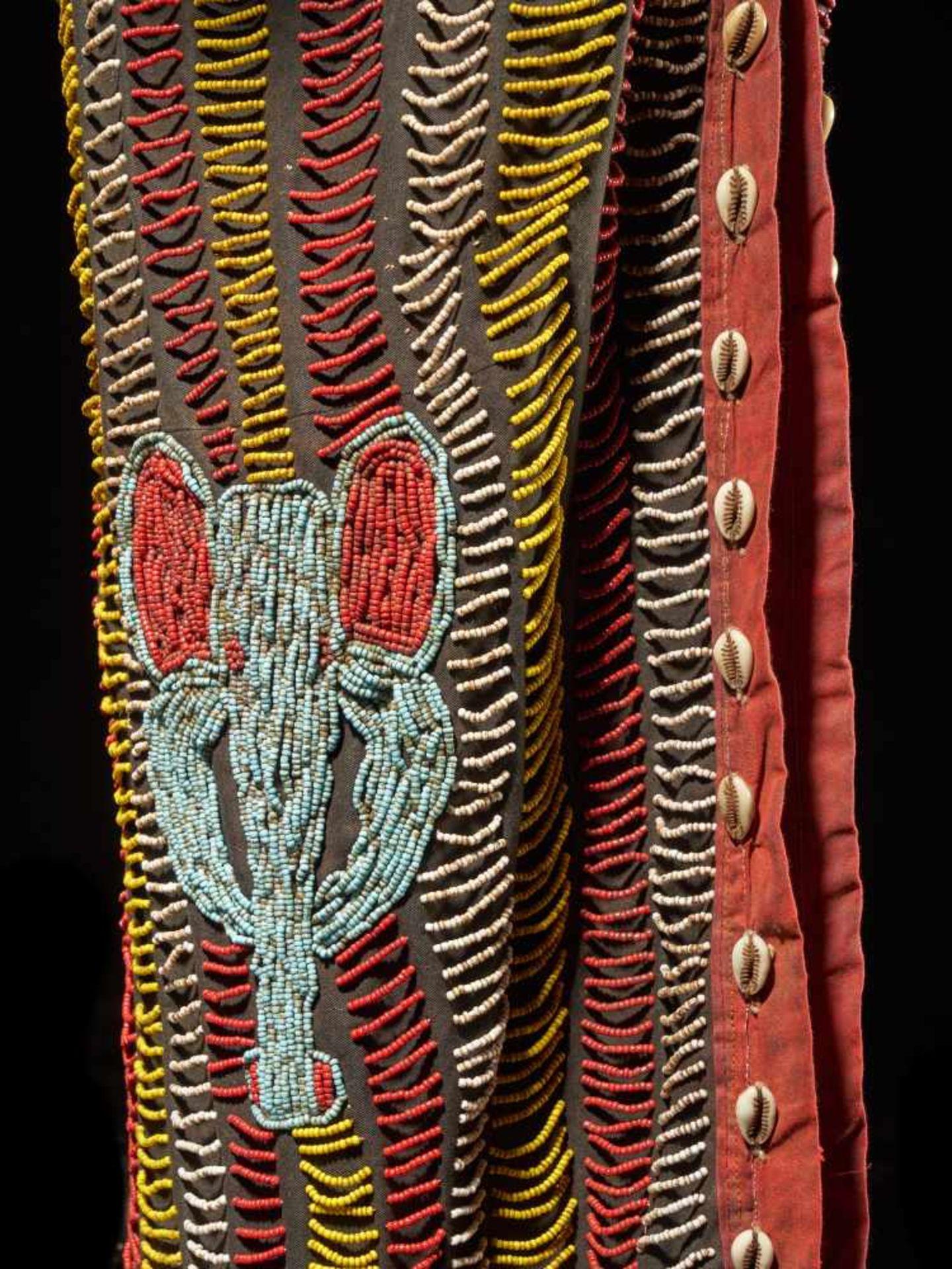 Beaded Triple Head Sculpture Covered With Kauris - Tribal ArtThis beautiful triple-faced head - Bild 9 aus 10