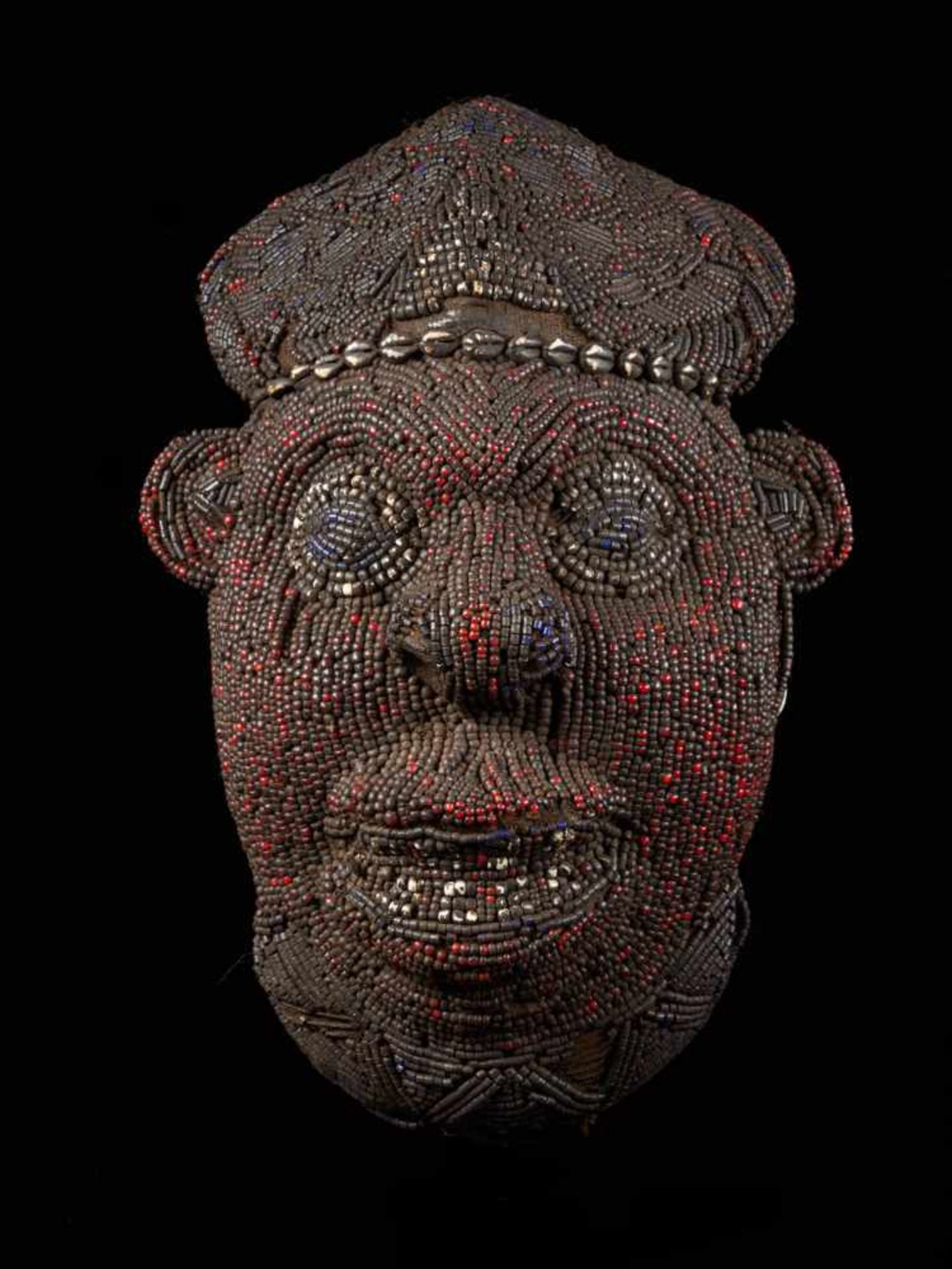 Beaded Red Head Mask - Tribal ArtThis exquisitely characterful face is beset with small red glass - Bild 5 aus 5