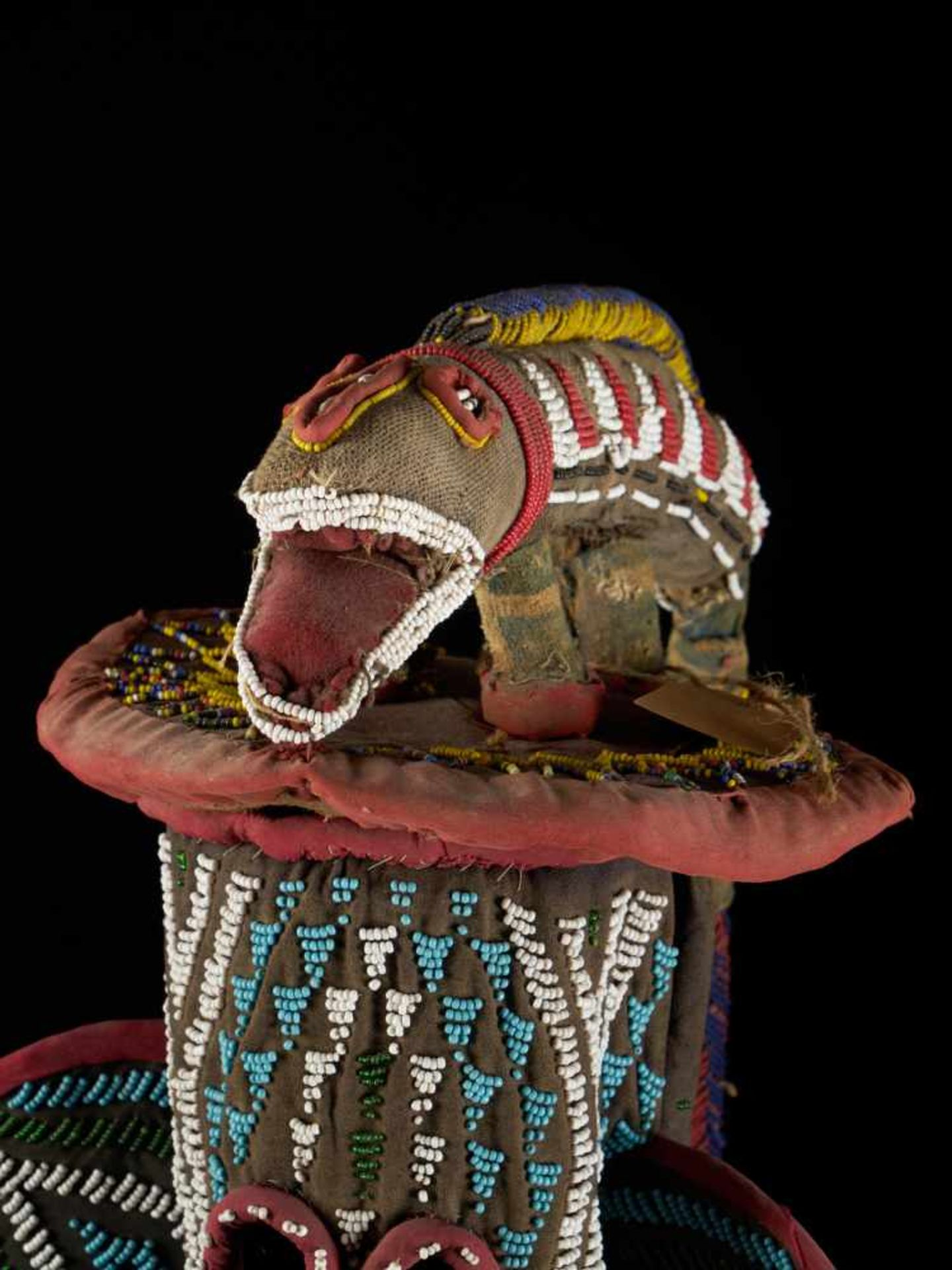 Beaded Kuosi Elephant Mask Topped With Leopard Figure - Tribal ArtThis elephant mask is - Bild 9 aus 15