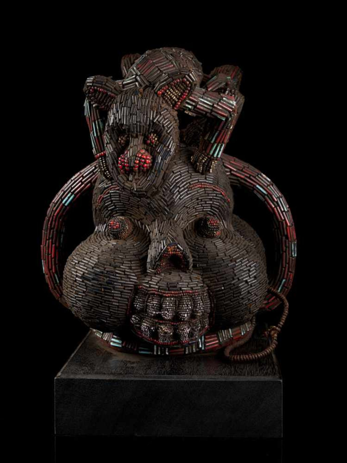 Beaded Double Head With Elephant And Leopard Mount - Tribal ArtThis striking double head sculpture - Bild 6 aus 7