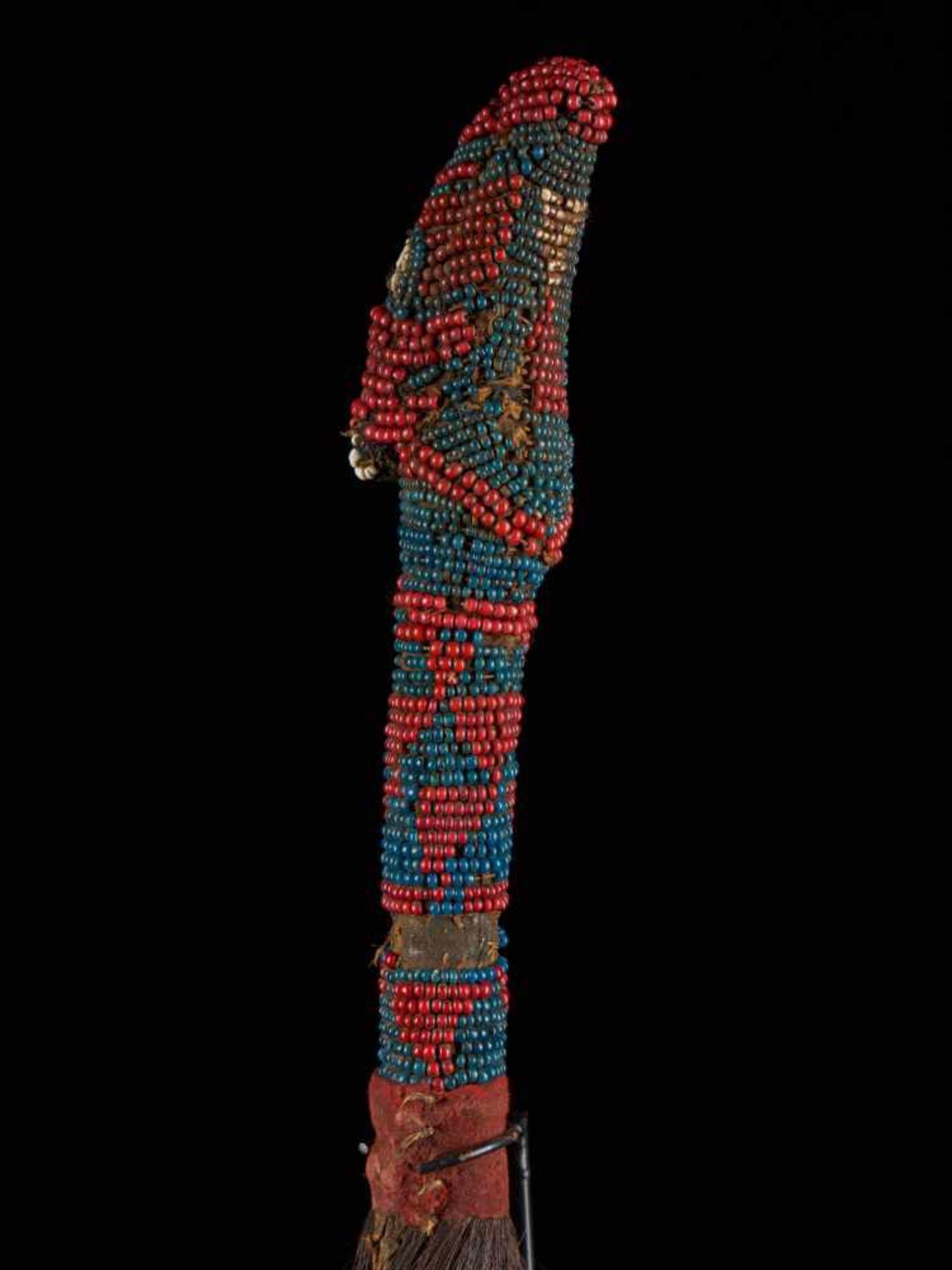 Beaded Throwing Flywhisk - Tribal ArtA gorgeously created beaded flywhisk. The handle is beautifully - Bild 7 aus 7