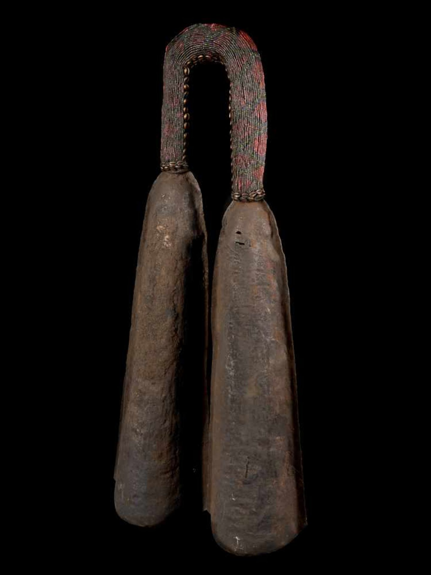 Ceremonial Double Gong With Beaded Handle - Tribal ArtThis ceremonial double gong consists of two - Bild 2 aus 6
