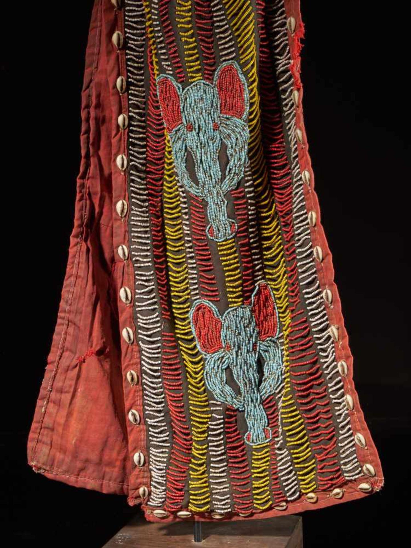 Beaded Elephant Mask, Grassland People, Cameroon - Tribal ArtDescription: The mask has been - Bild 10 aus 10