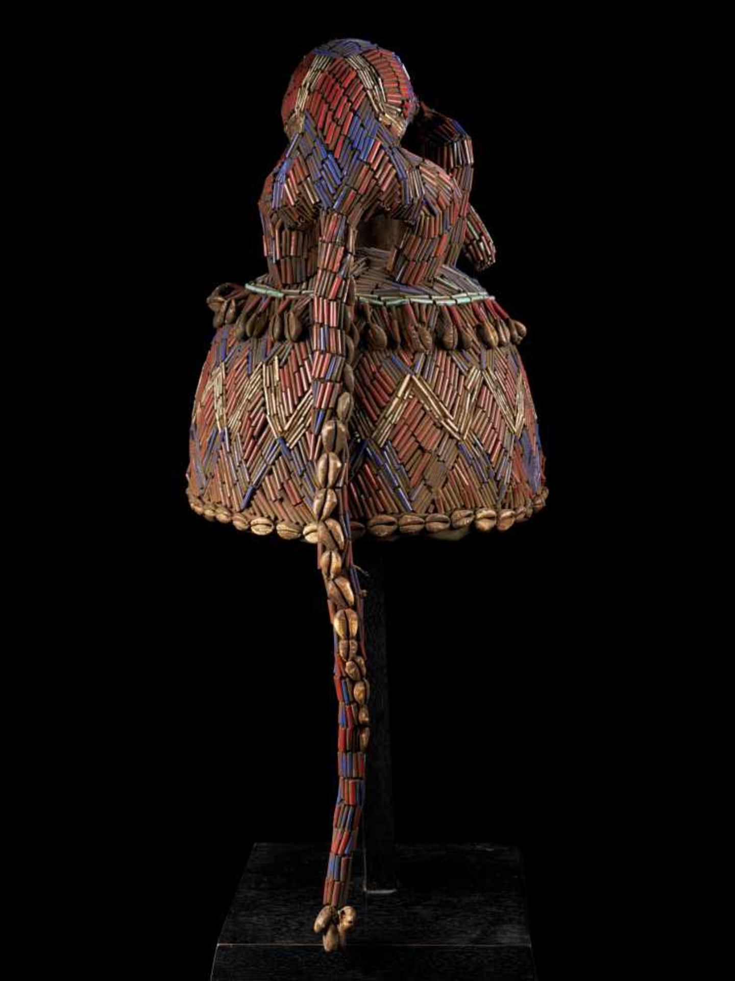 Beaded Blue Headdress With Kauris Finish - Tribal ArtThis impressive headdress is delightfully - Bild 4 aus 5