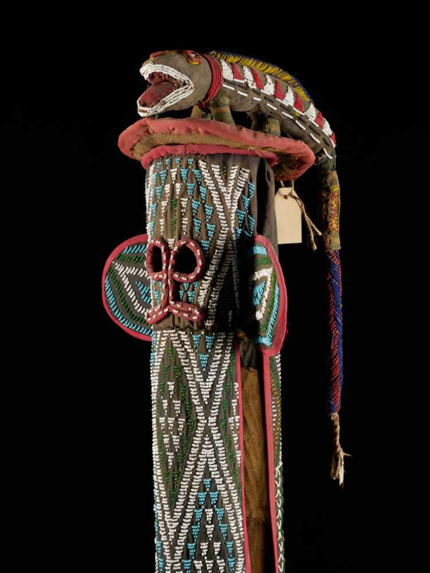Beaded Kuosi Elephant Mask Topped With Leopard Figure - Tribal ArtThis elephant mask is - Bild 6 aus 15