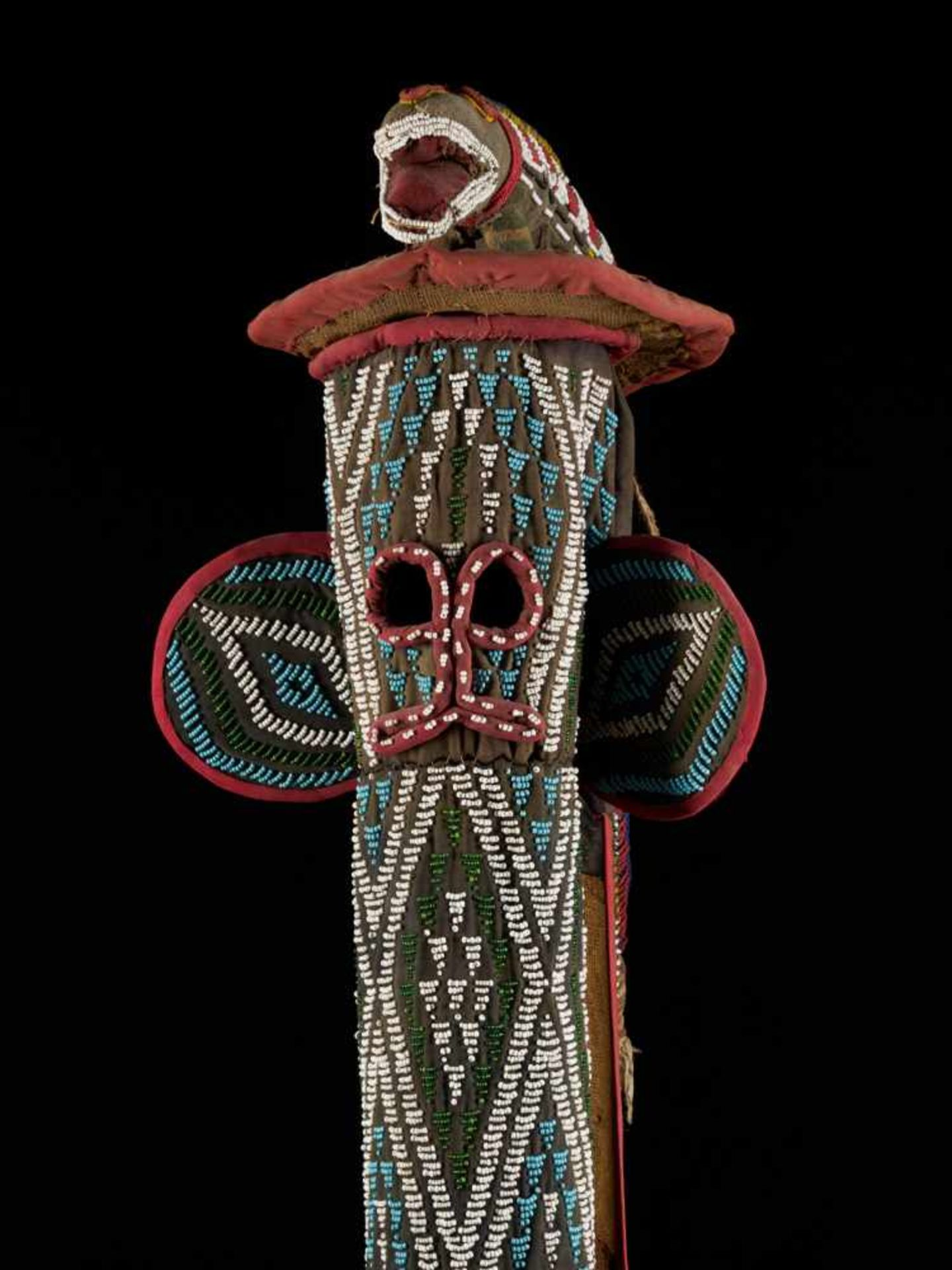 Beaded Kuosi Elephant Mask Topped With Leopard Figure - Tribal ArtThis elephant mask is - Bild 5 aus 15