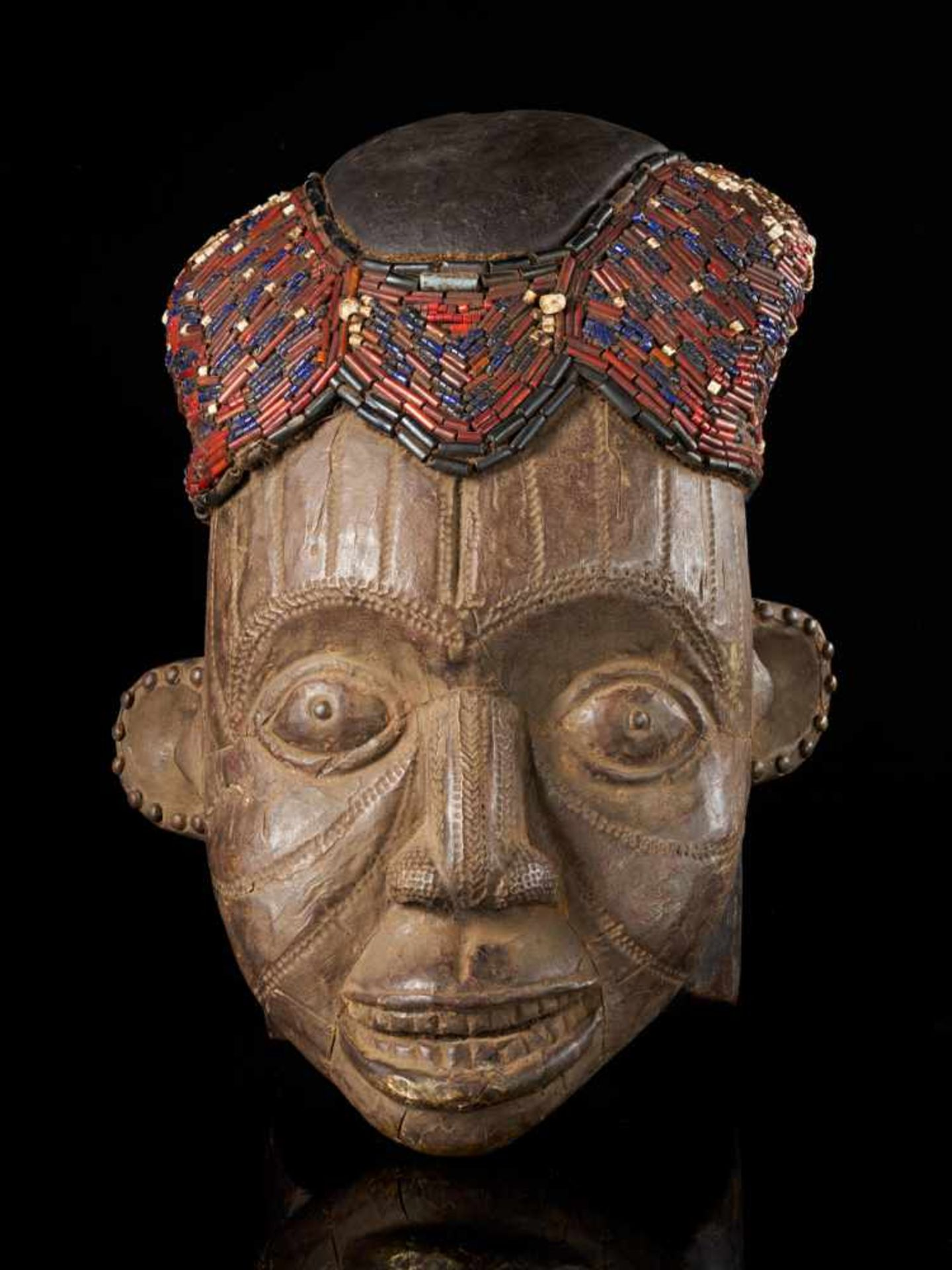 Beaded Helmet Mask - Copper Covered Face - Tribal ArtThis gorgeous wooden mask is detailed with a - Bild 5 aus 5