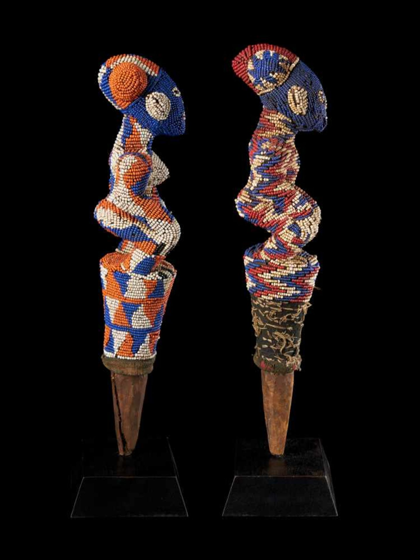 Beaded Flywhisk - Human Couple - Tribal ArtA set of two beautiful flywhisks crafted from coloured - Bild 3 aus 5