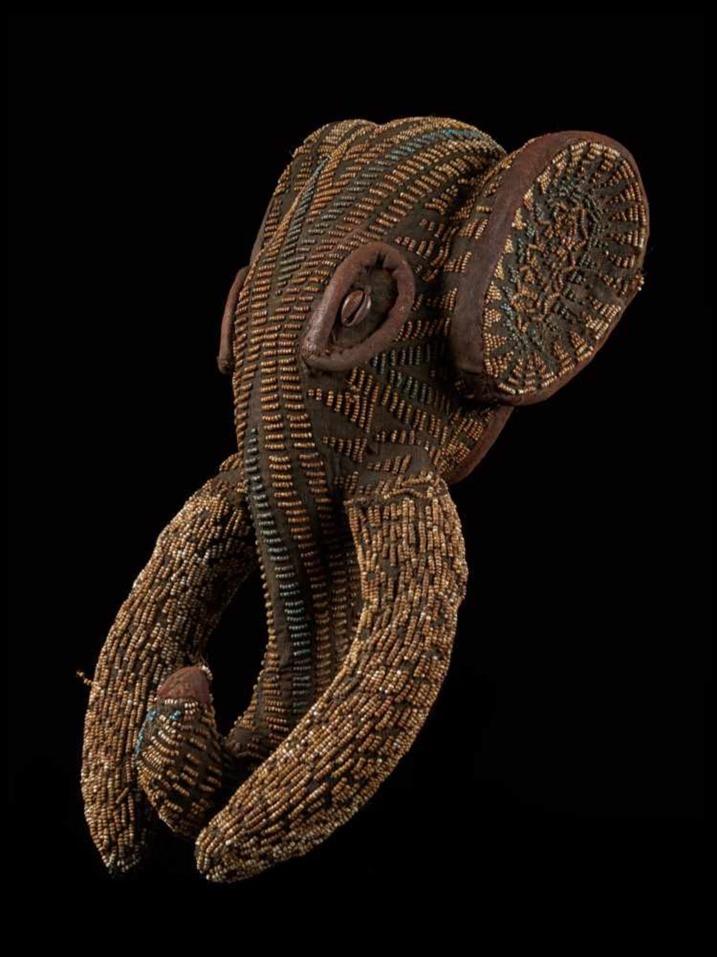 Beaded Small Elephant Mask - Tribal ArtAn enthralling elephant mask that is decorated with glass - Bild 2 aus 7