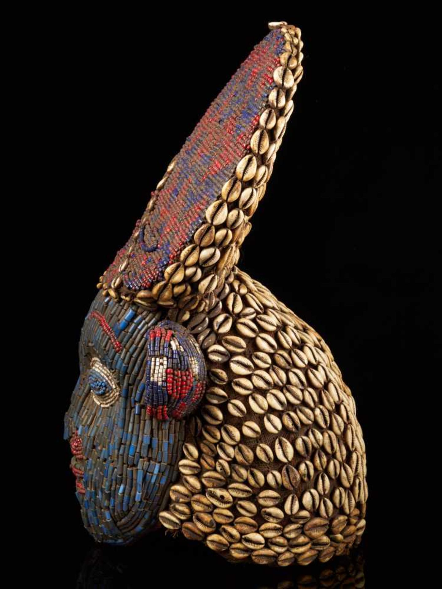 Beaded Red And Blue Helmet Mask And Kauris Decorated Back - Tribal ArtThis striking piece is - Bild 3 aus 5