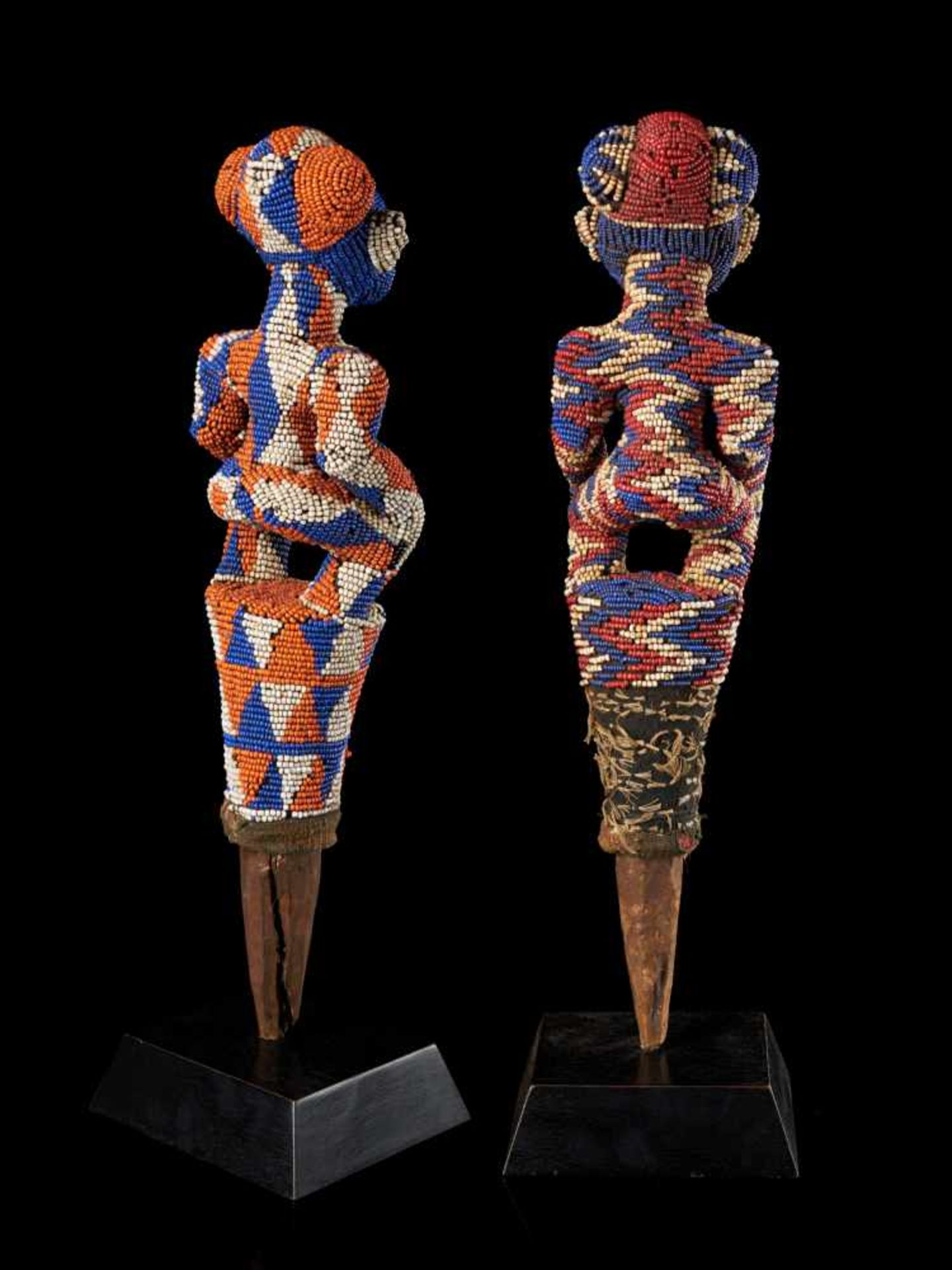 Beaded Flywhisk - Human Couple - Tribal ArtA set of two beautiful flywhisks crafted from coloured - Bild 4 aus 5