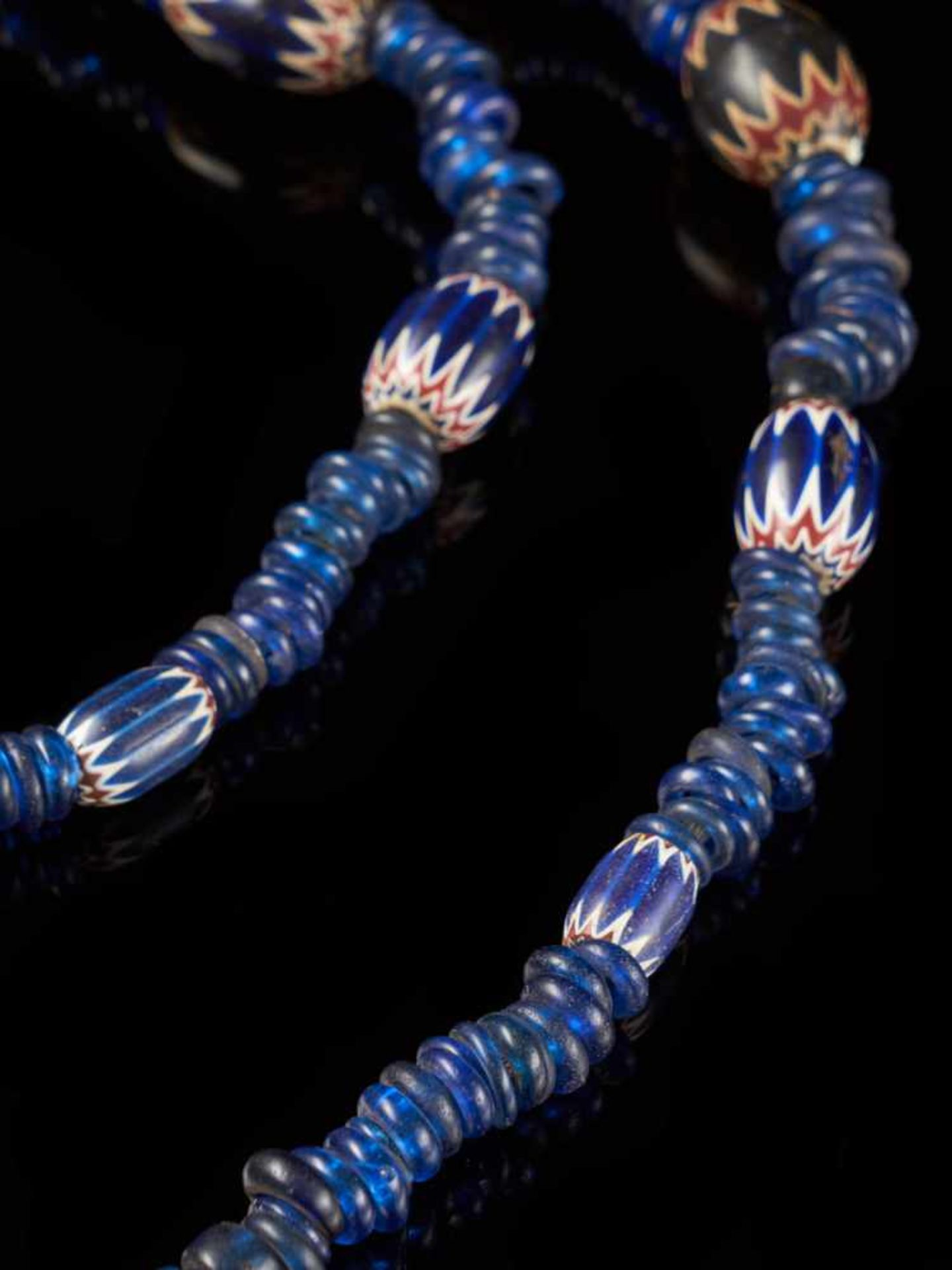 Traditional Bamileke 7 Layer Chevron Trade Bead Necklace - Tribal ArtChevrons beads are made by a - Bild 3 aus 4